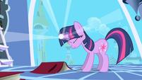 Twilight Sparkle using her magic S01E01