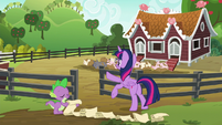 Twilight opens the pigpen gate S6E10