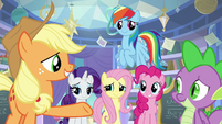 Applejack gesturing to the others S9E25