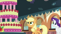 Applejack looking at MMMM S2E24