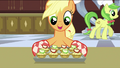 Applejack preparing the apple fritters S2E25.png