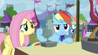 Fluttershy and RD return to Discord lamp stall S4E22