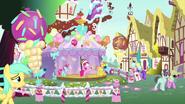 K27 Pinkie Pie i państwo Cake organizują otwarcie muzeum