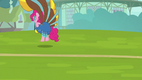 Pinkie plays yovidaphone as she bounces away S8E18