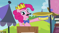 Pinkie wearing crown under her hat S4E22