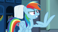 Rainbow Dash counting with her feathers S7E7