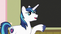 "Shining Armor ""loving all the... art!"" S7E3"