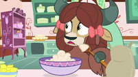 Yona looking surprised at Pinkie S9E7