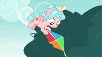 Cozy Glow retrieving Pipsqueak's kite S8E12