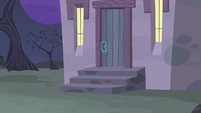 Door of Starlight's house closed S5E02
