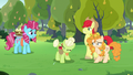 Granny Smith spitting the Pear family's name S7E13.png