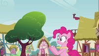 Pinkie Pie concentrating on Twilight S3E3