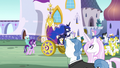 Princess Luna's chariot is pulled through Canterlot S7E10.png