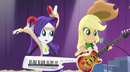 Rarity unwittingly knocks off Applejack's hat EG2