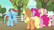 S06E18 Rainbow chwali się przyjaciółkom