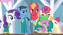 The Ponytones looking angry at Spike S4E14