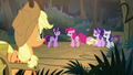 Applejack catches up with her friends S8E13.png