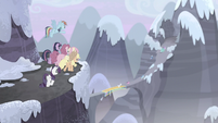 Mane Six are unable to keep up S5E2