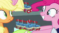 Pinkie picks up a cupcake with her mane S8E20