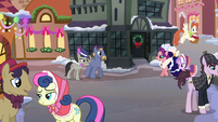Ponies gathered on the street S06E08