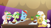 Rainbow Dash eats a hoofful of nachos S8E5