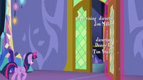 Twilight Sparkle opens a castle door S6E22