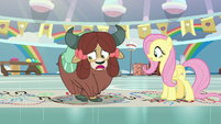 Yona tangled up in her own hooves S9E7