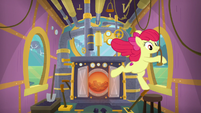 Apple Bloom pulls on more train levers S9E22