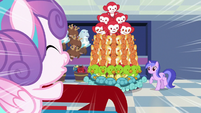 Flurry Heart's cart speeds toward toy display S7E3