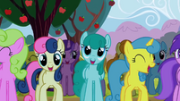 Ponies dancing and singing along S2E15