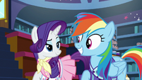 Rarity and Rainbow smile at each other S8E17