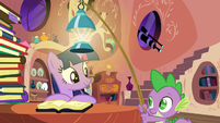 Spike brings a lantern for Twilight S03E09