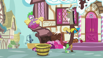 Spike notices the apple bucket is empty S9E23