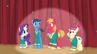 The Ponytones looking at Big Mac S4E14