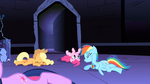 The ponies waking up S1E2
