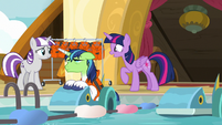 Twilight arrives at the paddle boat races S7E22