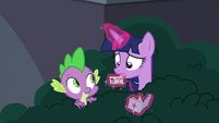 Twilight takes out her library card S9E5