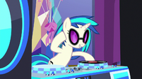 DJ Pon-3 starting the party S7E1