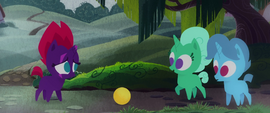 Glitter Drops and Spring Rain want to play with Fizzlepop MLPTM