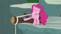 Pinkie Pie tying rope around a log S7E5