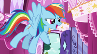 Rainbow Dash -we're here to remind you- S7E19