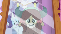 Rarity sings to Yona in the mirror S9E7