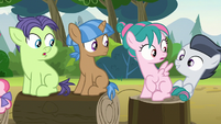 Rumble pops up behind pink camper filly S7E21