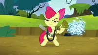 Twittermites pass behind Apple Bloom S5E4