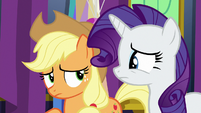 Applejack and Rarity in slight disagreement S7E1
