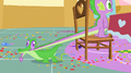 Gummy pulls Spike's tail S1E25.png