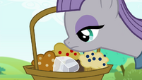Maud sniffing the muffins S4E18