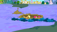 Pinkie Pie and Applejack digging a hole S2E21