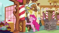 Pinkie invade el espacio personal de Discord T5E7