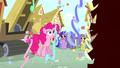 Pinkie watching confetti rain S4E12.png